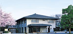 ① 霊園事務所(正門)